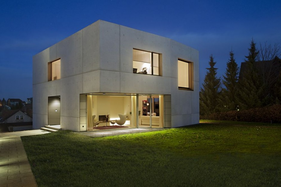 La maison cube une maison moderne assez originale maison for Cement home plans