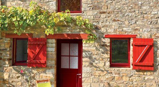 Deco exterieure on ose les menuiseries rouges maison for Deco exterieure maison