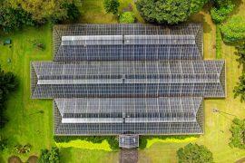 Maison écologique composée de panneaux solaires photovolatïques
