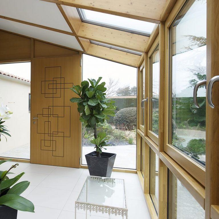 Menuiseries : zoom sur la fenêtre en bois-alu