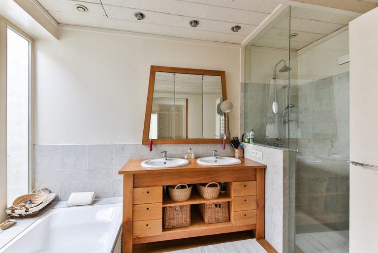Salle de bains en bois : 5 choses à savoir